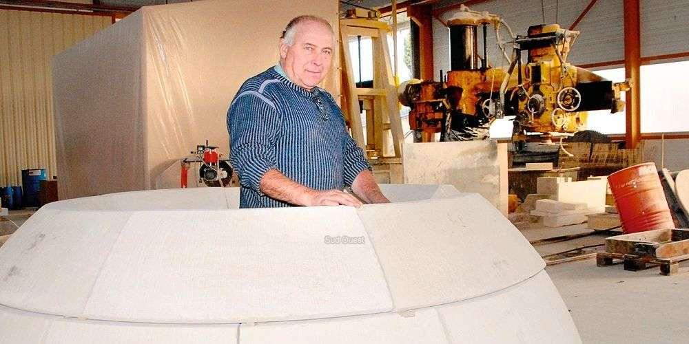 Dans l'atelier de La Bachellerie, Georges Lafaye vérifie le prémontage des blocs. photo t. C.-J.Carrizey-Jasick Titia